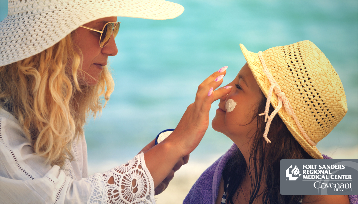 mom applying sunscreen